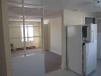 AVAILABLE NOW - 2 Bedroom - Young Professionals/Students Only
