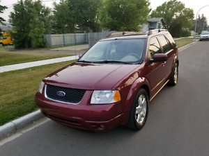 2005 Ford Freestyle 7 Passenger, Leather, DVD!