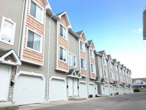 Lakewood Townhouse w/ attached Garage + 2 Bed + Den!