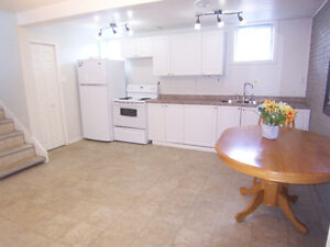 Clean, Bright, Close to University!  Laundry!  Bus at the door!