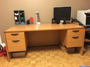 Executive desk-Bureau de direction - $225 West Island Greater Montréal image 1