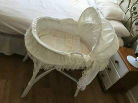 Baby wicker basket and stand