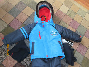 Boys Toddler size 3 brand new snowsuit with matching hat & scarf