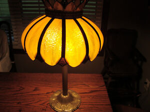 GREAT VINTAGE C1930 TABLE LAMP WITH STAINGLASS SHADE