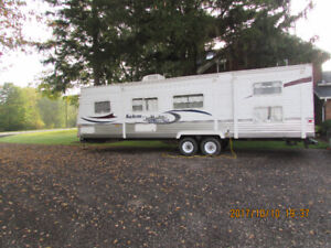 Very Clean 2004 Salem 32' Trailer