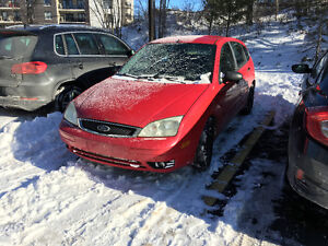 2005 Ford Focus ZX5 For parts.