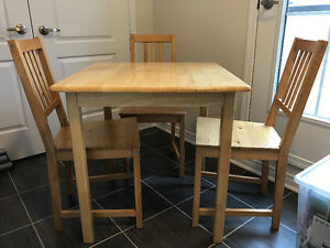 Wood table with 3 chairs in good condition.