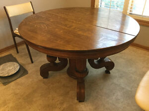 Round Oak Antique table - very nice style