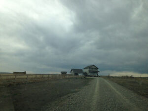 Beautiful newer acreage 20 minutes from Lethbridge
