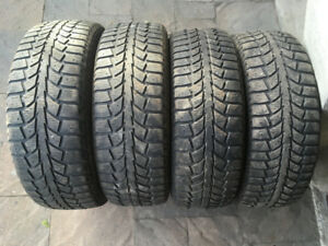 4 PNEUS HIVER / 4 WINTER TIRES 195/65/15 UNIROYAL TIGER PAW