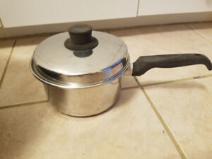 1 1/2 litre (6 cup) HANDLED COOKING POT with LID