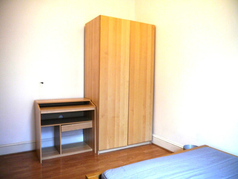 MODERN 1 DOUBLE BEDROOM property with WOOD FLOORS and BRIGHT NEUTRAL DECOR moments from OXFORD ST