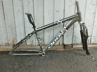cadre et fourche vélo de montagne opus fast carbon aluminium um