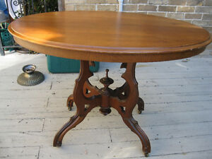 ANTIQUE  VICTORIAN  PARLOR  TABLE
