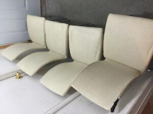 Chaise et pouf