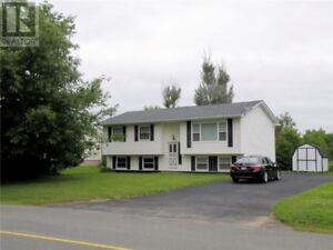 5 Bd home,new roof,income potential, close to trails & amenities