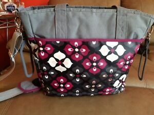 JJ Cole diaper bag Burgundy, grey & black West Island Greater Montréal image 3