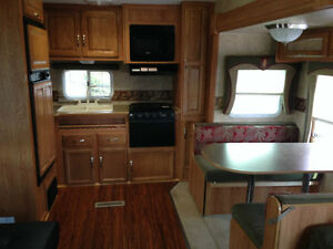 Jayco Jay Flight 27.5 RKS 5th Wheel Excellent Condition London Ontario image 10