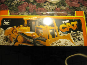 THE CAT REMOTE CONTROL BULLDOZER MADE TO SCALE, NEW