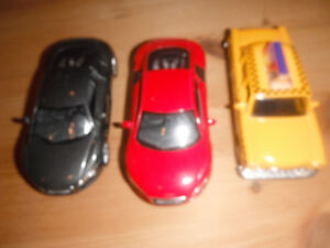 COLLECTIBLE MINIATURE AUDI R8 CARS AND NEW YORK TAXI