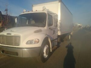 Freightliner Straight Truck With Bunk