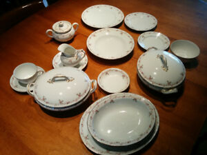 ANTIQUE, set de VAISSELLE, LIMOGES / DINNERWARE set.