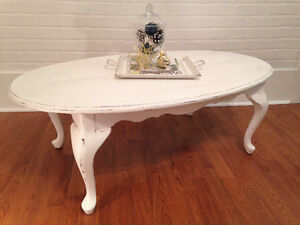 ~Chalkpainted classic oval coffee table~