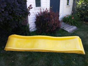 Glissade vague jaune 7 pi pour jeu d enfants extérieur.