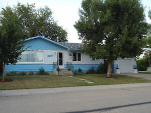 House in Lacombe - Great Location, close to Hospital