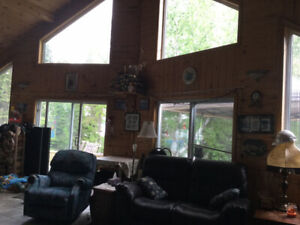 BEAUTIFUL cottage with lake view for rent near Timmins