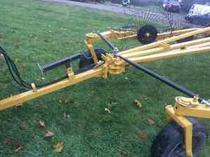 Wheel rake Buhler/Farm king for sale Gatineau Ottawa / Gatineau Area image 5