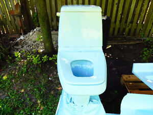 Toilette couleur articles salle de bain dans grand for Accessoires de salle de bain kijiji
