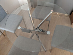 STUNNING GLASS DINING TABLE. PRICED TO SELL!!!