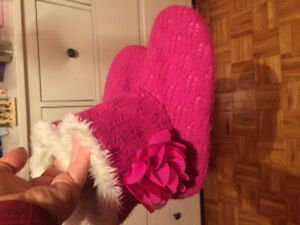 Free girls slippers in very good shape size 2-3 youth. Dieppe