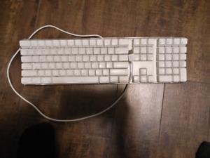 Full usb mac keyboard w/ numpad.