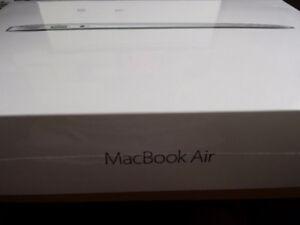 """MacBook Air 13.3"""" i5 1.8 GHz/ 256GB SSD/ 8GB"""
