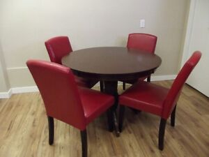 Solid Wood Round Table W/4 Red Parson Chairs