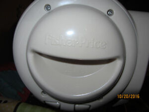 Fischer Price compact space saver Swing & Vibrating chair - $60 Kitchener / Waterloo Kitchener Area image 9