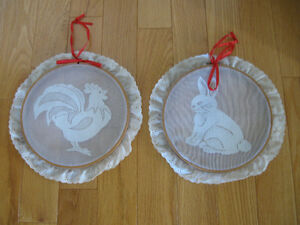 TWO ATTRACTIVE LITTLE OLD-FASHIONED LACY WALL HANGINGS