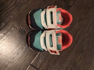 New balance , toddler shoes size 5