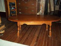 Vilas maple coffee table