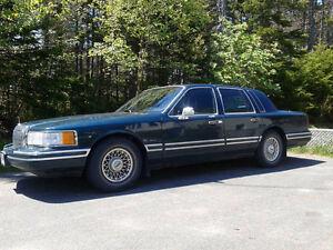 1994 Lincoln Town Car Sedan