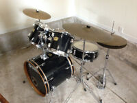 Yamaha YD 5 piece drum set with cymbols