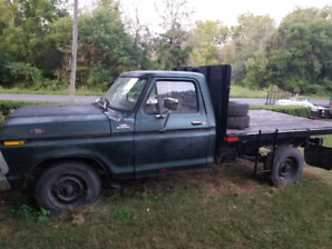 Ford f 250 with hydraulic flat deck