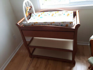 Baby changing table with changing pad