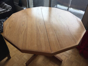 REDUCED! High quality extendable Dining Table