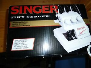 Singer Tiny Serger Comox / Courtenay / Cumberland Comox Valley Area image 3