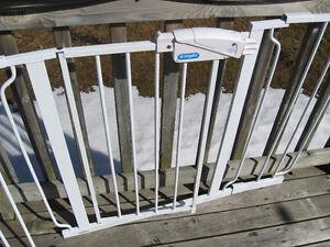 Regalo Widespan  WALK THRU BABY SAFETY GATE