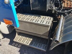 Battery box from 1995 Freightliner FLD-120
