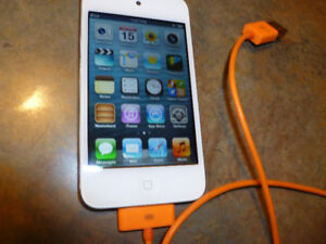Apple iPod Touch 4th Generation White (8 GB) Model A1367